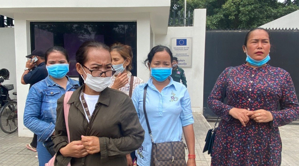 Wives of Cambodian opposition party members held in Prey Sar Prison leave the EU embassy in Phnom Penh after meeting with embassy officials, Aug. 10, 2020.