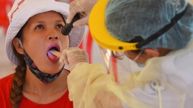 cambodia-migrant-worker-coronavirus-test-april-2020-crop.jpg