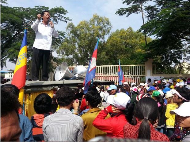 cambodia-worker-strike-dec-2013.JPG