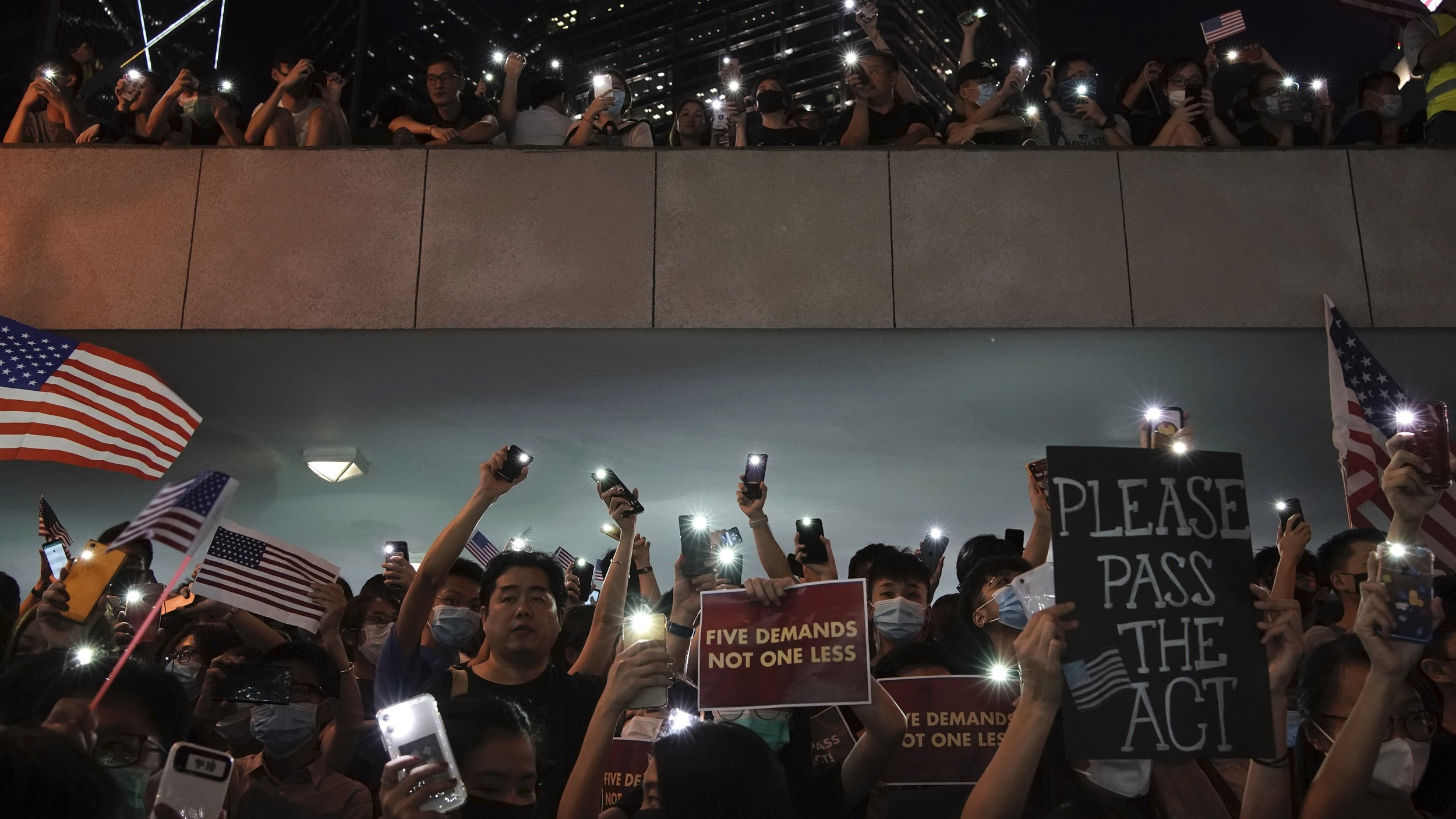 Protestors light their torches during a peaceful rally in central Hong Kong's business district, Oct. 14, 2019. (Photo: AP)