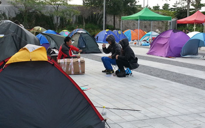 A few protestors remain at the Occupy Central camp outside the Legislative Council in Hong Kong, Dec. 12, 2014. (Photo: RFA)
