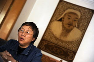 Xinna, wife of Inner Mongolian activist Hada, speaks to the media, April 15, 2009.