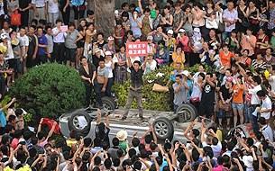 Qidong_protest_crowd-305.jpg