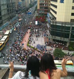 "A photo submitted by a netizen shows two women looking down on a rally held by the ""Support Cantonese"" movement in Guangzhou."