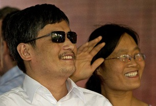 Chen Guangcheng and wife Yuan Weijing arrive at a New York University apartment complex in New York, May 19, 2012.