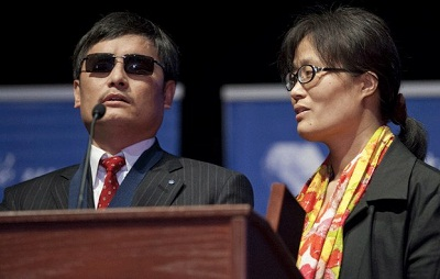 Chen Guangcheng speaks alongside his wife after receiving a U.S. award on Capitol Hill in Washington, Jan. 29, 2013.  Photo credit: AFP.