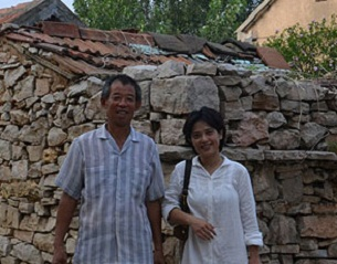 Dissident Chen Guangcheng's brother Chen Guangfu (l) with activist He Peirong (r) in Dongshigu village in Shandong province in August 2012.