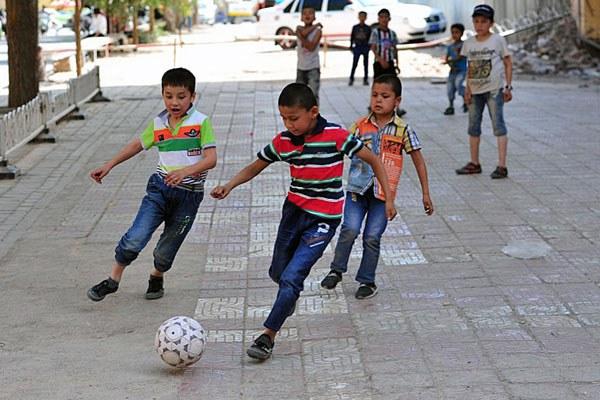 china-xinjiang-uyghur-boys-soccer-kashgar-may29-2016.jpg