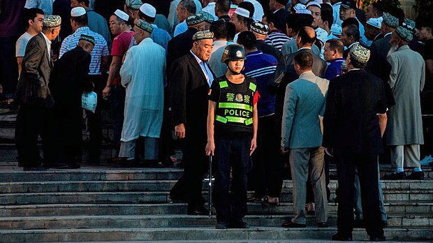 china-xinjiang-eid-morning-prayer-kashgar-june26-2017.jpg