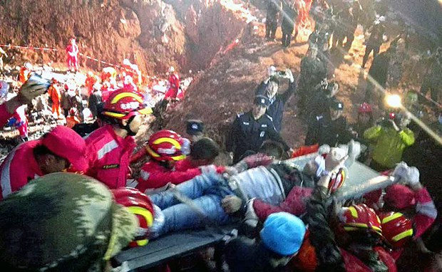 china-shenzhen-mudslide-survivor-dec23-2015.jpg