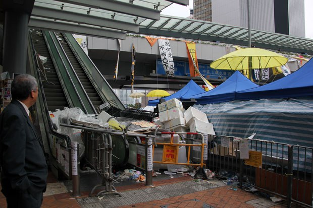 china-hk-protest-debris-dec-2014.jpg