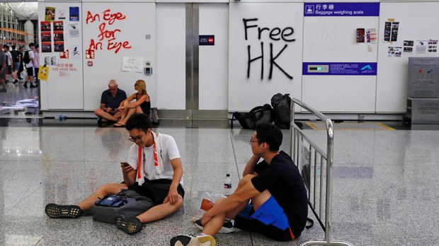 china-hk-protests-airport-aug-2019-crop.jpg