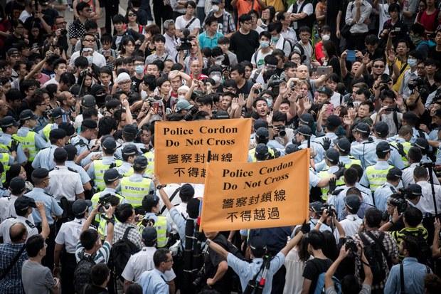 hong-kong-police-cordon-oct-2014.jpg