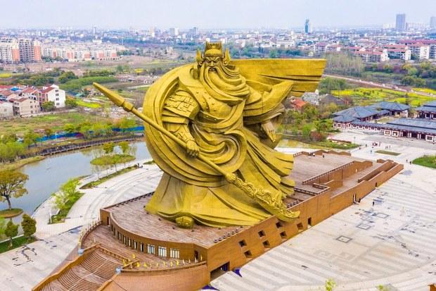 Demolition Gang Beheads Giant War Deity in China's Hubei