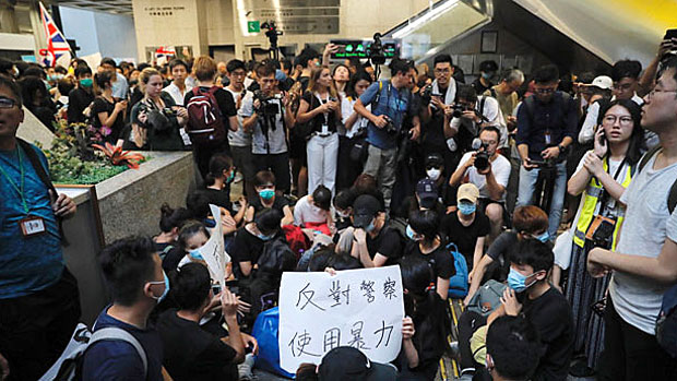 Beijing Rules Out Public Discussion of Hong Kong Renditions Protests