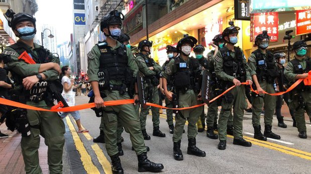 china-hkpolice-100120.jpg