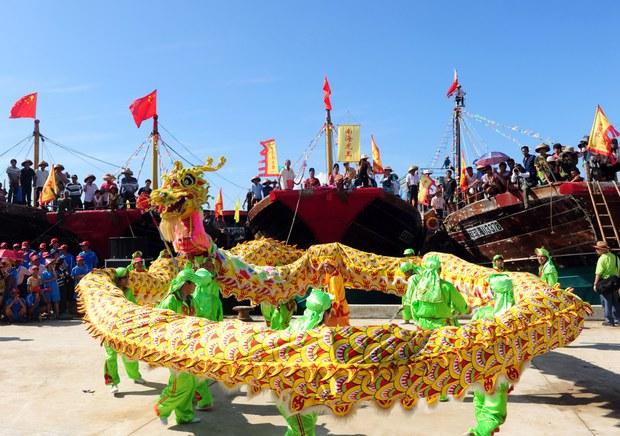 china-hainan-dragon-dance-2011.jpg