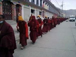 Monk-Procession-305.jpg