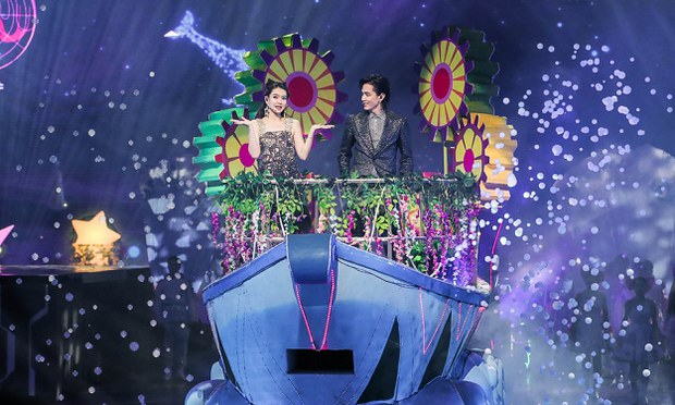 Chinese actress Qi Wei and Korean-American pop singer Lee Seung-hyun perform at a festival in Shanghai in a Nov. 10, 2019 photo.