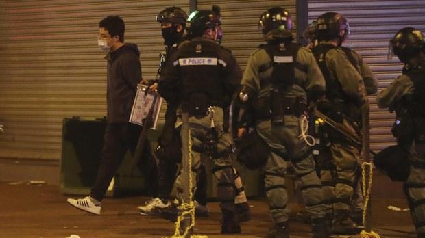 hk-police-arrest-crop.jpg