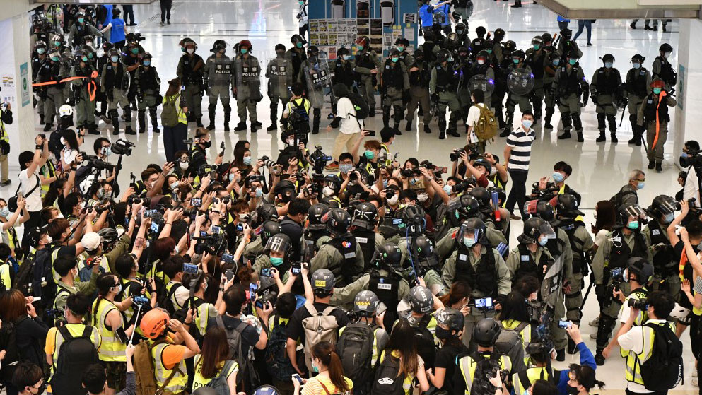 Hong Kong Police Fire Pepper Spray in Mall Ahead of Planned Singalong