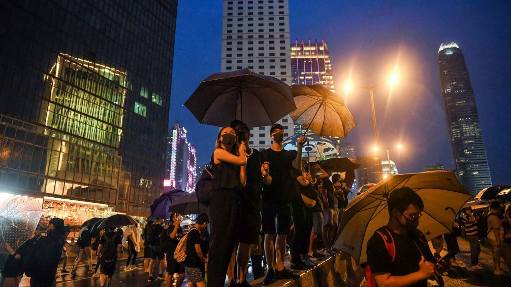 Protesters stand on Harcourt Road overlooking the Legislative Council during a rally in Hong Kong, in the latest opposition to a planned extradition law that has since morphed into a wider call for democratic rights in the semi-autonomous city, August 18, 2019. (AFP Photo)