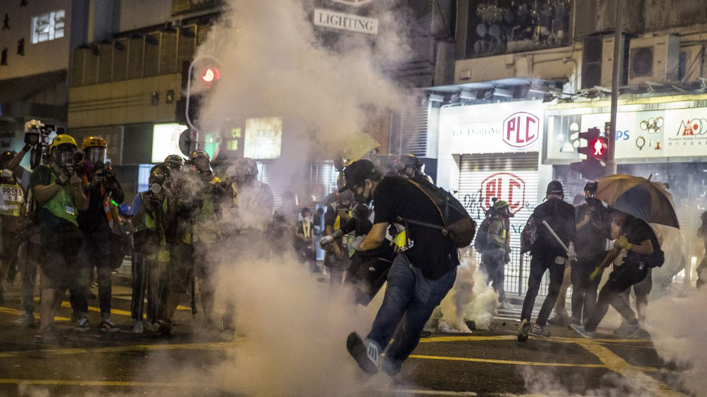 Protesters are seen in tear gas during clashes with police following an unsanctioned march through Hong Kong on Sept. 29, 2019. (Photo: AFP)