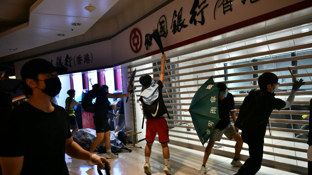 Hong Kong protesters smash up a branch of the Bank of China in the Tseung Kwan O residential neighborhood of Kowloon, Oct. 7, 2019. (Photo: AFP)