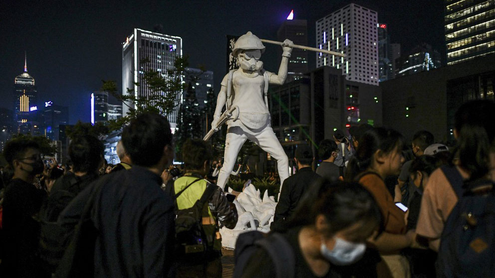 People take pictures of a statue during a rally at Edinburgh Place in Hong Kong to protest allegations of police brutality made by democracy activists who were held at the San Uk Ling detention center last month, Sept. 27, 2019.  (Photo: AFP)
