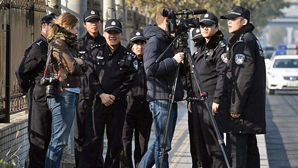 china-police-foreign-journalists-beijing-nov21-2014.jpg