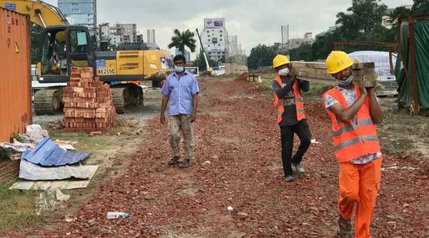 china-workers2-102320.jpg
