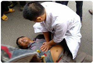 Paramedics attempt to resuscitate Li Fangsheng in Lishan county, Sept. 21, 2012.