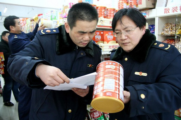 china-milk-powder-inspection-feb-2010.jpg