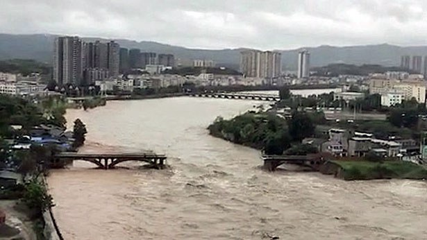 china-floods-destroyed-bridge-sichuan-province-july-2018.jpg