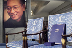 The empty chair with a diploma and medal that should have been awarded to Nobel Peace Prize winner Liu Xiaobo (portrait L) at the Oslo City Hall, Dec. 10, 2010.