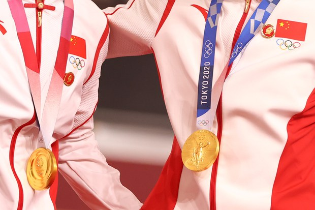 Chinese State Media Censor Images of Gold Medalists' Mao Badges