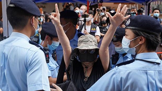 Police Lock Down Hong Kong Protest Park Amid Gathering Ban