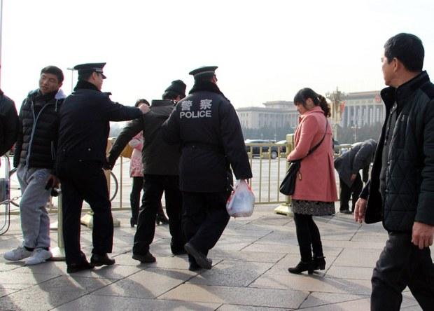 china-petitioner-police-tiananmen-dec-2013.jpg