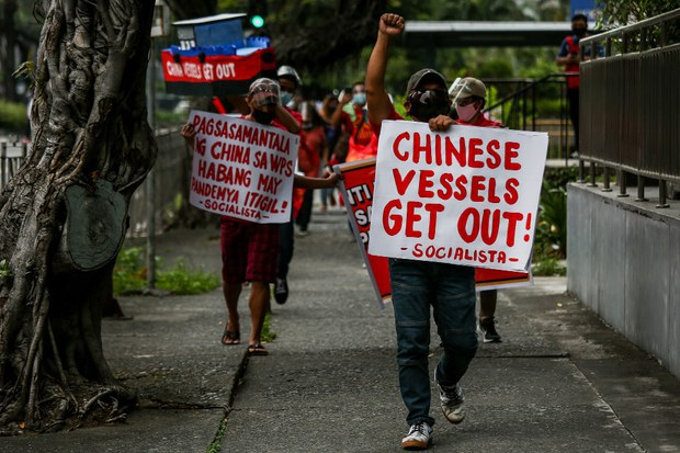 Philippine Senators Sign Resolution against China's 'Creeping Hegemony' in South China Sea