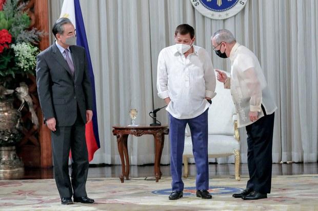 Philippines Foreign Secretary Apologizes for Using Profanity Against China