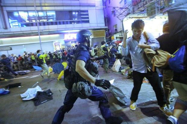 china-hk-occupy-clearance-nov-25-2014.jpg