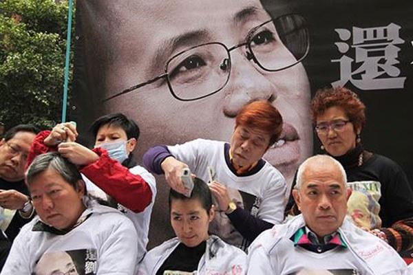 china-hk-head-shave-feb-2014-600.jpg