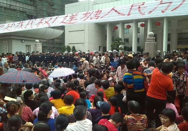 china-shantou-protest-oct-2013.jpg
