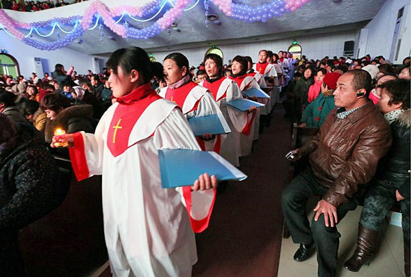 china-christians-christmas-eve-shandong-province-dec24-2012.jpg