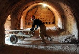 china-workers-bricks-305.jpg