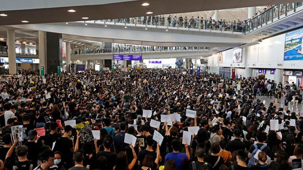 china-airportagain2-081319.jpg