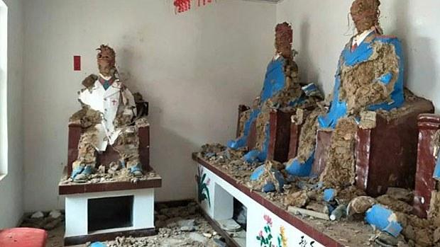 china-statues2-042718.jpg