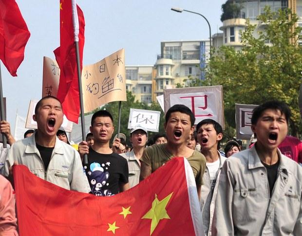 china-anti-japanese-workers-sept-2012.jpg