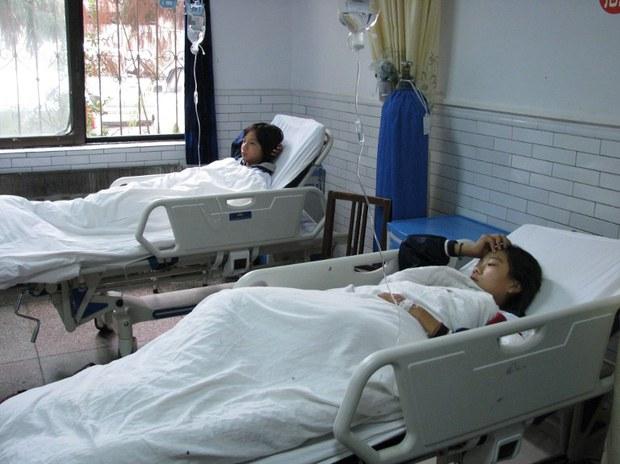 china-students-food-poisoning-sept-2011.jpg