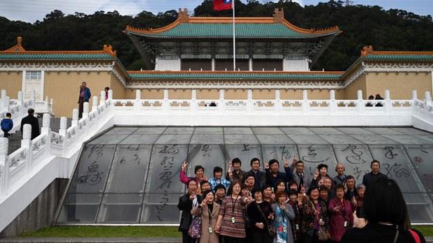 taiwan-tourists.jpg